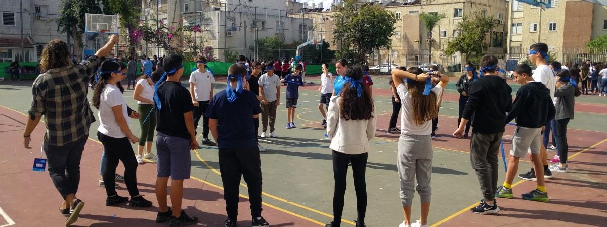תרבות יהודי ישראלית לחטיבת ביניים, זהות יהודית, חברה ישראלית